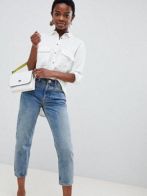 ASOS Petite Återvunnet Florence Ljusblå stentvättade jeans med raka ben Lätt stentvätt