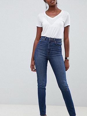 """Asos Tall Farleigh Mörkblårandiga jeans i """"mom jeans""""-modell med hög midja och smal passform"""