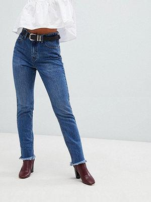 """Glamorous Jeans i """"mom jeans""""-modell"""