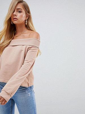 ASOS DESIGN Ljusbrun sweatshirt med nedvikt halskant och bara axlar Tobacco