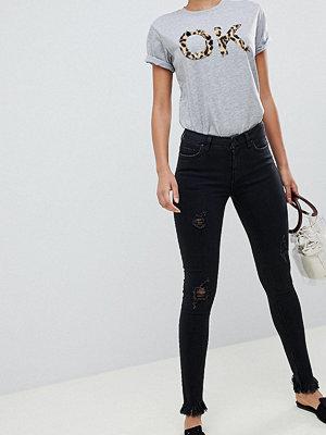 Only Tall Skinny jeans med fransig nederkant