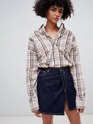 Weekday Limited Collection Kort jeanskjol i omlottmodell Rinsed