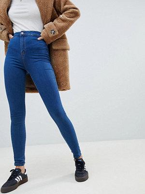 Noisy May Blå jeans med hög midja och smal passform Mellanblå