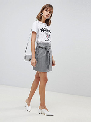 Vero Moda Rutig minikjol med omlott framtill och skärp Snow white check