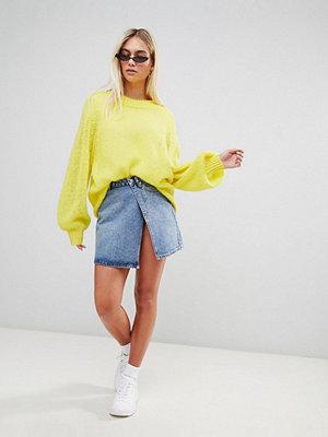 Weekday Limited Collection Kort jeanskjol i omlottmodell Mellanblå