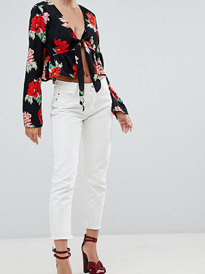 "Missguided Petite Vita jeans i ""mom""-modell"