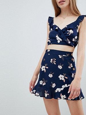 Pull&Bear Kort mörk kjol med blommönster