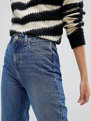 "ASOS Petite Recycled Ritson Blå stentvättade jeans i ""mom""-modell utan stretch"
