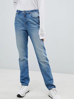 Noisy May Blå jeans med raka ben och öljett-detalj Mellanblå denim