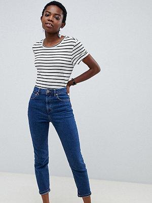 "ASOS Petite Recycled Farleigh Blå jeans i ""mom jeans""-modell med hög midja i smal passform"
