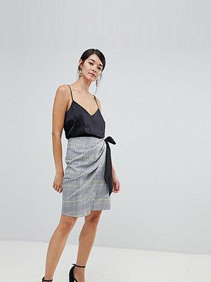 Closet – Mönstrad veckad kjol med bård