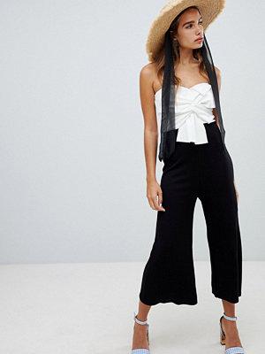 New Look Jumpsuit med rosett och färgblock Svart mönster