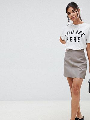 New Look Petite Mini kjol i liknande läder Mink