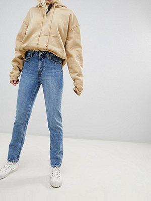 Jeans - Weekday Seattle Mom jeans i ekologisk bomull med hög midja och San Francisco-tvätt