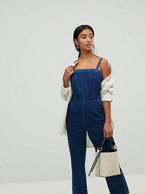 ASOS Petite Mellanblå jumpsuit i denim med smala band baktill