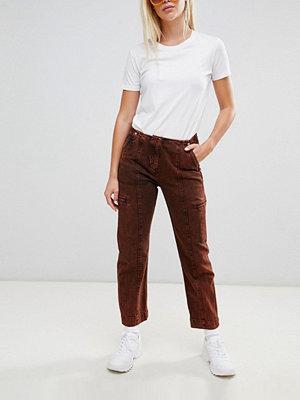 Weekday Limited Collection Pösiga jeans med råklippt midjeband i syrerött Acid red