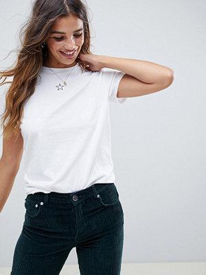 ASOS DESIGN T-shirt med liten stjärna