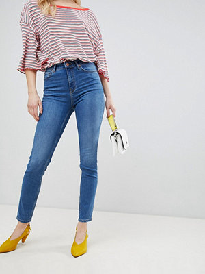New Look Lift and Shape Jeans med hög midja och smal passform Mellanblå