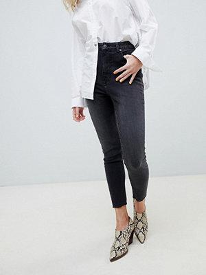 """Cheap Monday Gråsvarta jeans i """"mom jeans""""-modell med hög midja"""