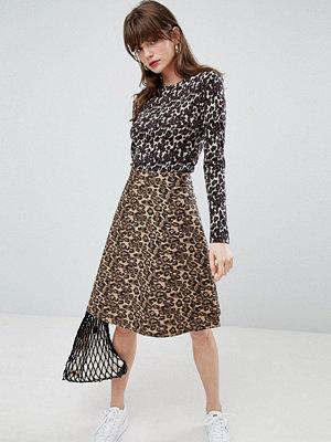 Mads Nørgaard Kjol i leopardmösntrad denim 2407 brown leopard