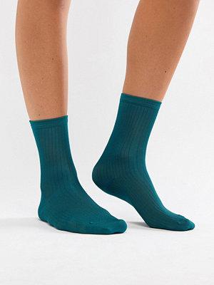 Monki Gröna ribbstickade sockor