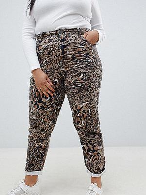 """ASOS Curve Jeans i """"mom jeans""""-modell i styvt material med abstrakt leopardmönster Leopardtryck"""