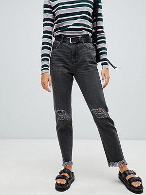 Noisy May Svarta raka jeans med fransad fåll