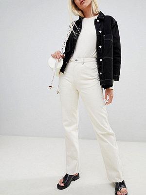 "Weekday Row Naturvita jeans i ""mom jeans""-modell i ekologisk bomull"