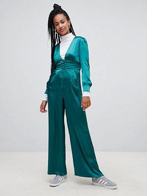 Glamorous Premium Jumpsuit i lyxig satin med vida ben