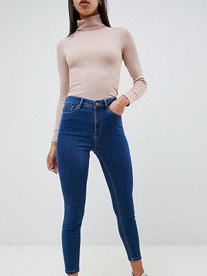 ASOS DESIGN Ridley Blå skinny jeans med hög midja Lizzie
