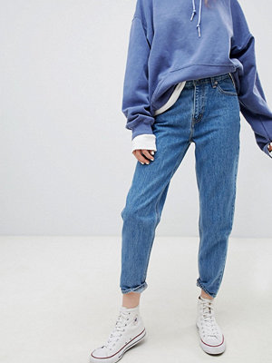 """Levi's Extra jeans i """"mom jeans""""-modell"""