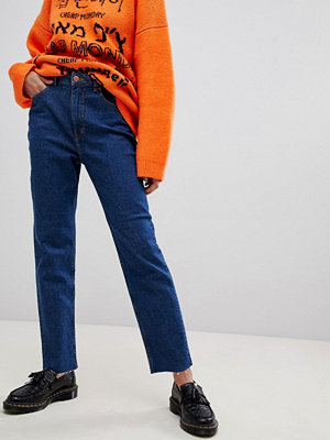 "Cheap Monday Donna Jeans i ""mom jeans""-modell"