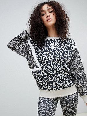 Adidas Originals Leoflagemönstrad sweatshirt