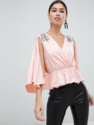 ASOS DESIGN Omlott-topp med kimonoärm och utsmyckning Nude rosa