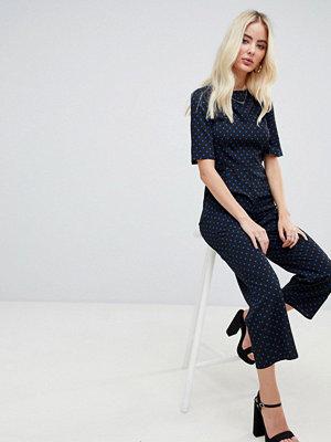 Fashion Union Prickig jumpsuit med rosett i ryggen Svart/blå