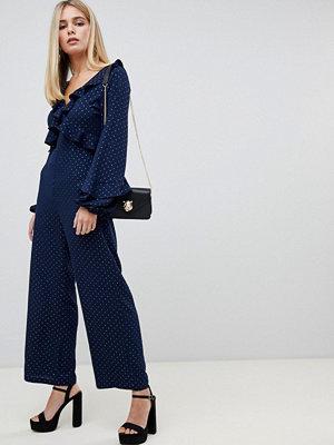 Fashion Union Jumpsuit med knytning och öppen rygg Navy chiffon gold