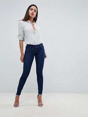 Salsa Wonder Push Up Jeans som lyfter rumpan i smal passform 8505 dark blue was