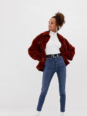 Collusion Mellanmörka jeans med smal passform Mellanblå färg