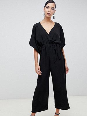 Asos Tall Jumpsuit i omlottmodell med kimonoärm och culotte-ben Svart