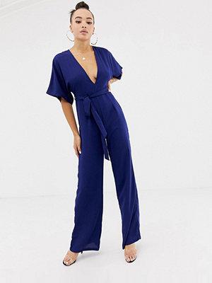 Missguided Marinblå jumpsuit i kimonomodell med skärp