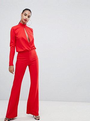PrettyLittleThing Röd jumpsuit med nyckelhålsutskärning