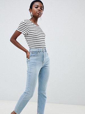 ASOS Petite Farleigh Ljusblå mom-jeans med hög midja och smal passform Ljusblå