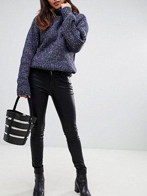 Blank NYC Alert Jeans med smal passform Spoiler alert