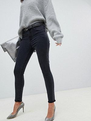 J Brand Alana Svarta beskurna skinny jeans med råkant och tvättad look Spatial