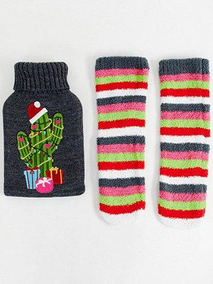 ASOS DESIGN Jul kaktus Set med varmvattenflaska och strumpor