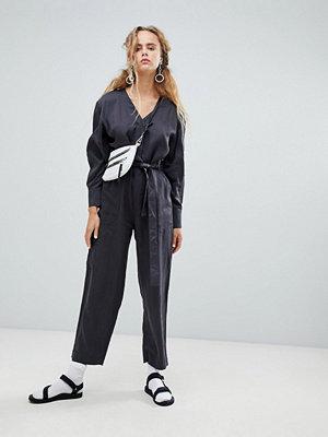 Weekday Grå utility-jumpsuit med ficka Mörgrå