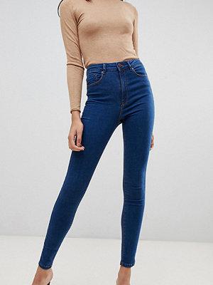 Asos Tall Ridley Jeans med smal passform i matt blå och hög midja Lizzie