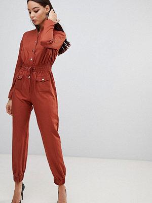PrettyLittleThing Brun praktisk jumpsuit Guldbrun