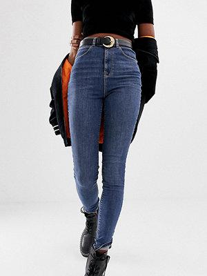 Collusion Tall Mellantvättad blå skinny jeans Mellanblå färg