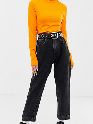 "Collusion Petite x006 svarta jeans i ""mom jeans""-modell"